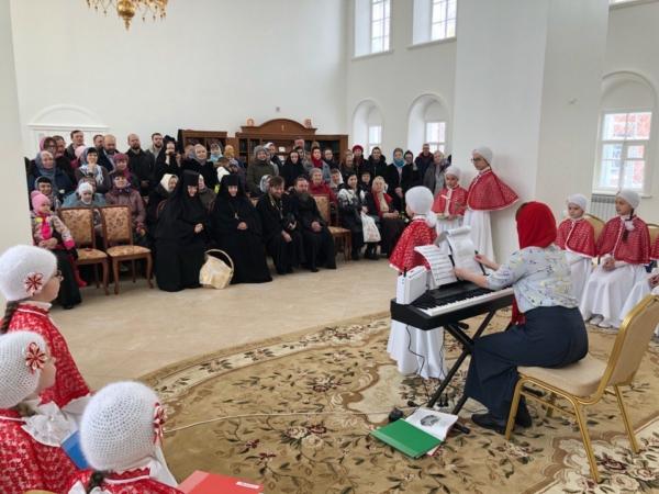 Праздник Жен-Мироносиц в Преображенском женском монастыре