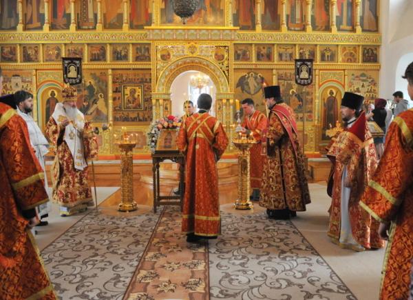 В день обретения мощей святителя Виктора митрополит Марк возглавил служение Божественной литургии в Преображенском монастыре г. Кирова