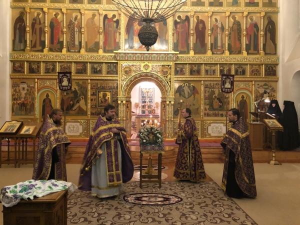 Праздник Воздвижения Честного и Животворящего Креста Господня в Преображенском женском монастыре