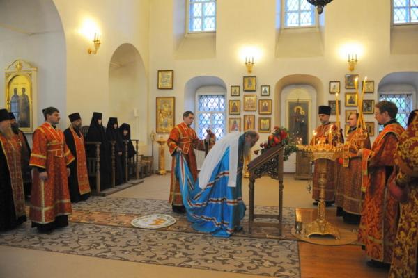 Всенощное бдение в Преображенском монастыре накануне дня памяти 100-летия подвига сщмч Михаила Тихоницкого